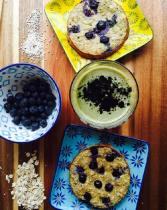 Panqueques de plátano, avena y blueberries